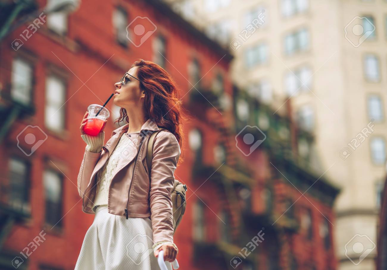 Attractive girl in sunglasses in New York Stock Photo - 91372732