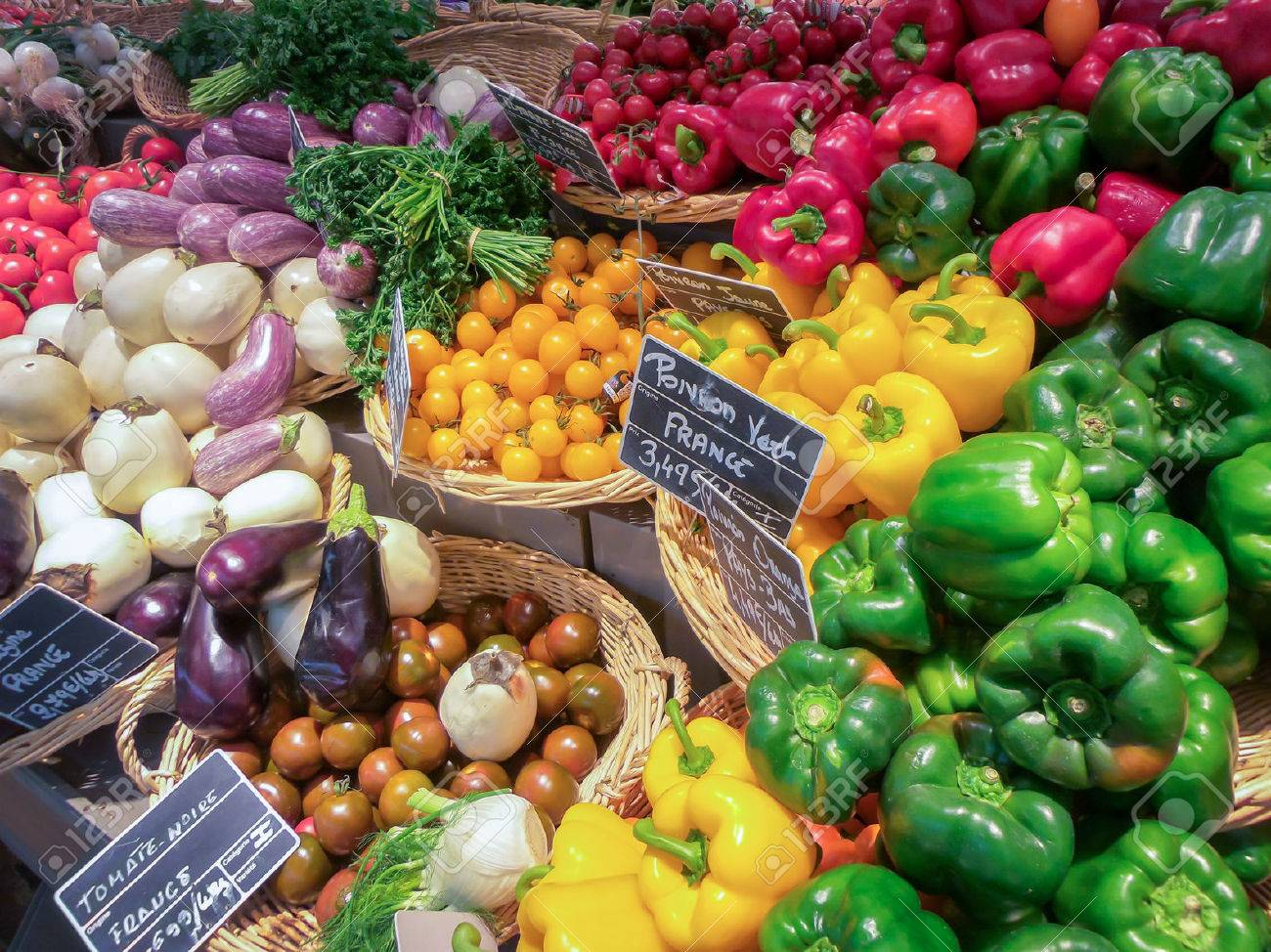 Fruit and vegetable market in France - 52534096