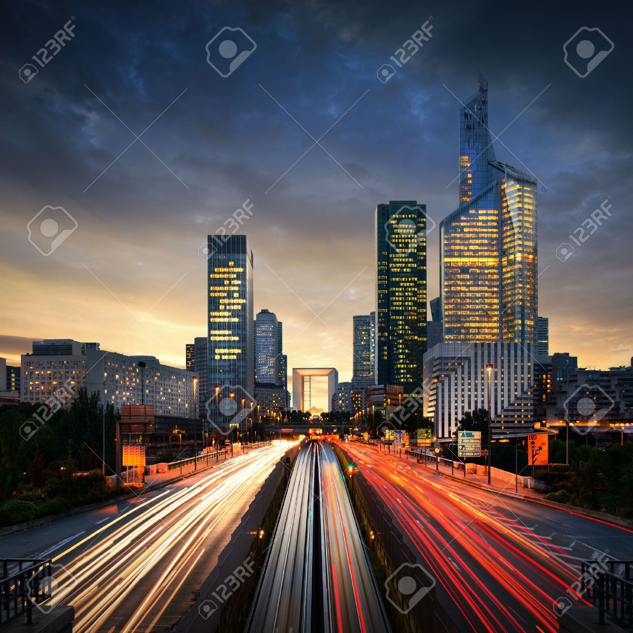 Paris LaDefense at sunset - La Defense - 26115779