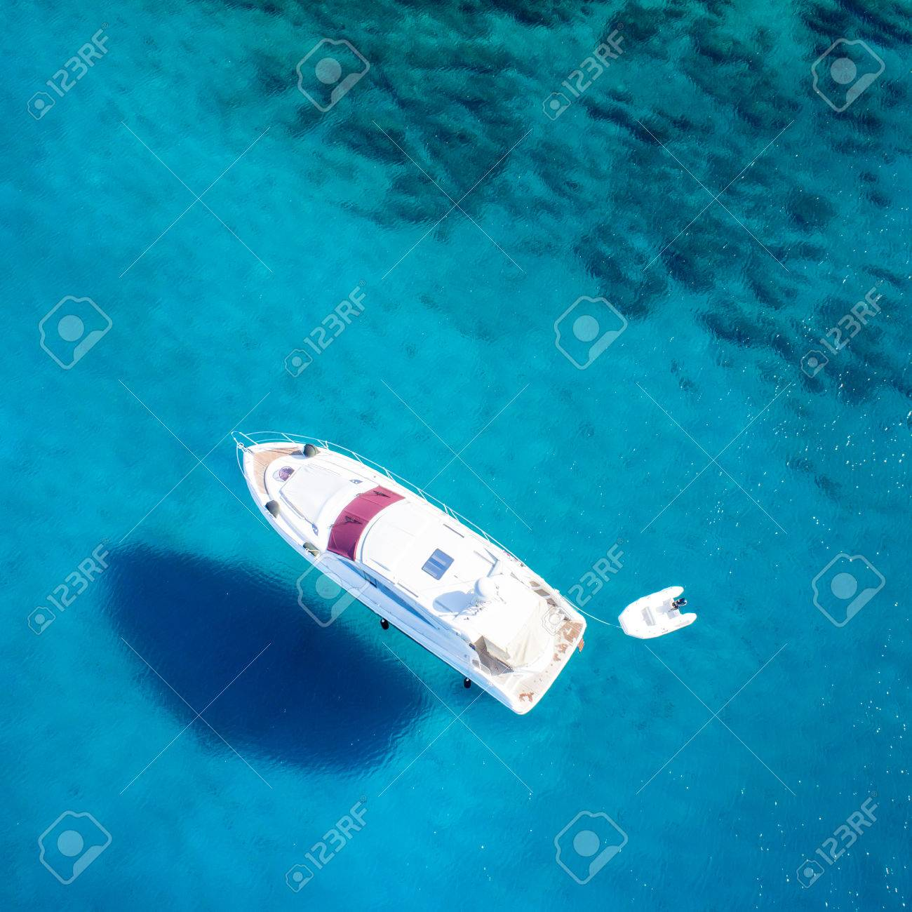 amazing view to boat, clear water - caribbean paradise - 32773669