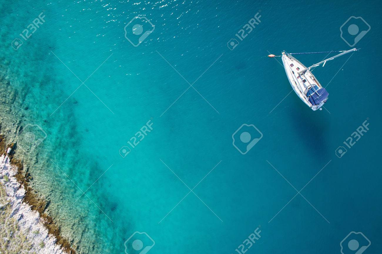 amazing view to boat, clear water - caribbean paradise - 32773874