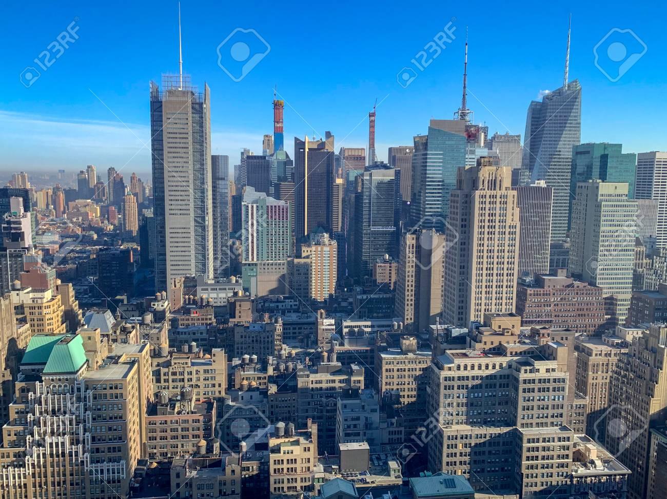 Panoramic view of the New York City skyline and Midtown Manhattan. - 122001690
