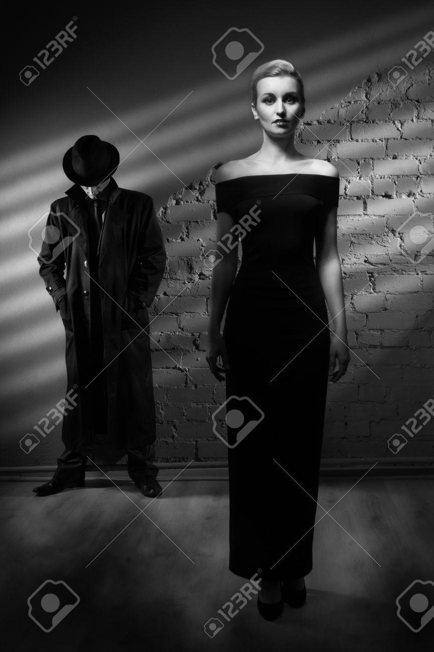 Мужчина в черном платье