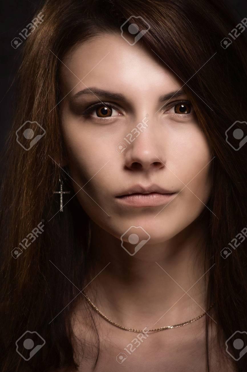 Темноволосая кареглазая женщина 3 фотография