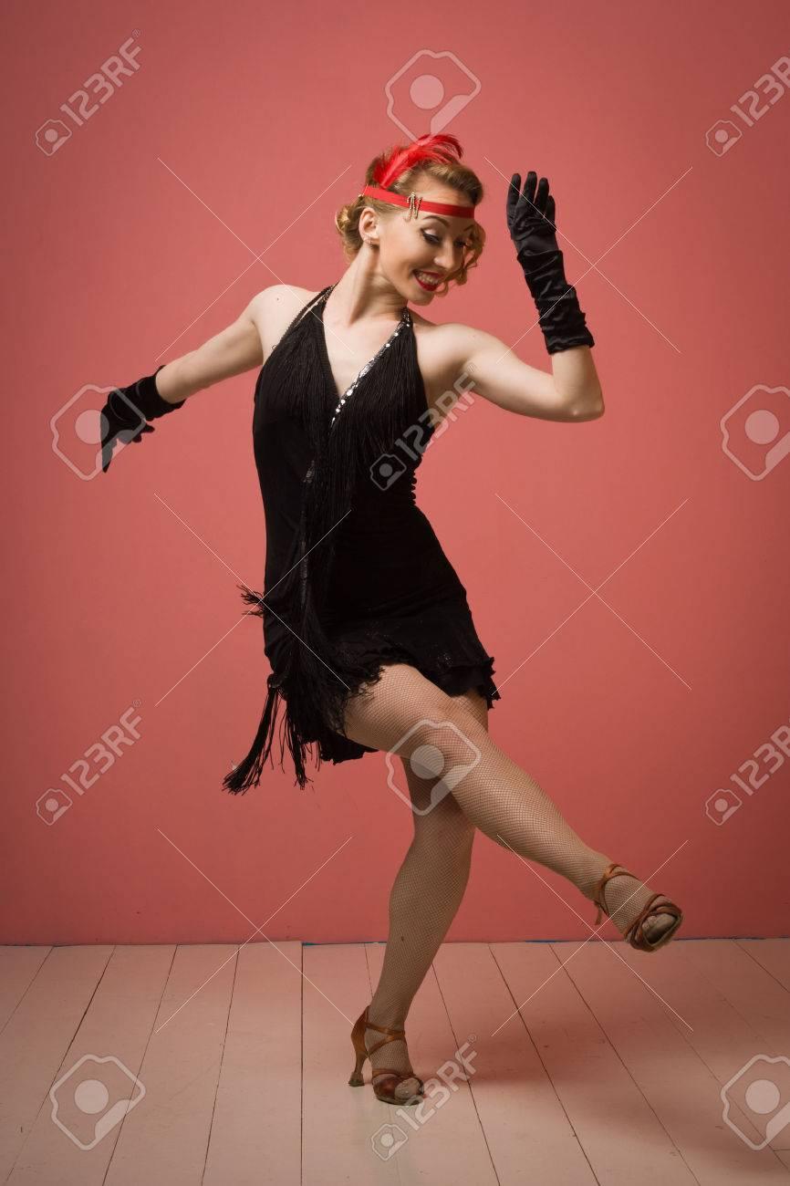 Precioso Años 1920 Cosecha Dama Bailando El Charleston En Un Vestido ...