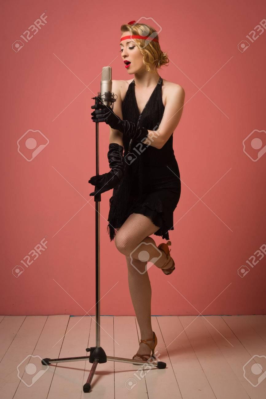 Señora Magnífica 1920 De La Vendimia Con El Micrófono En Un Vestido ...