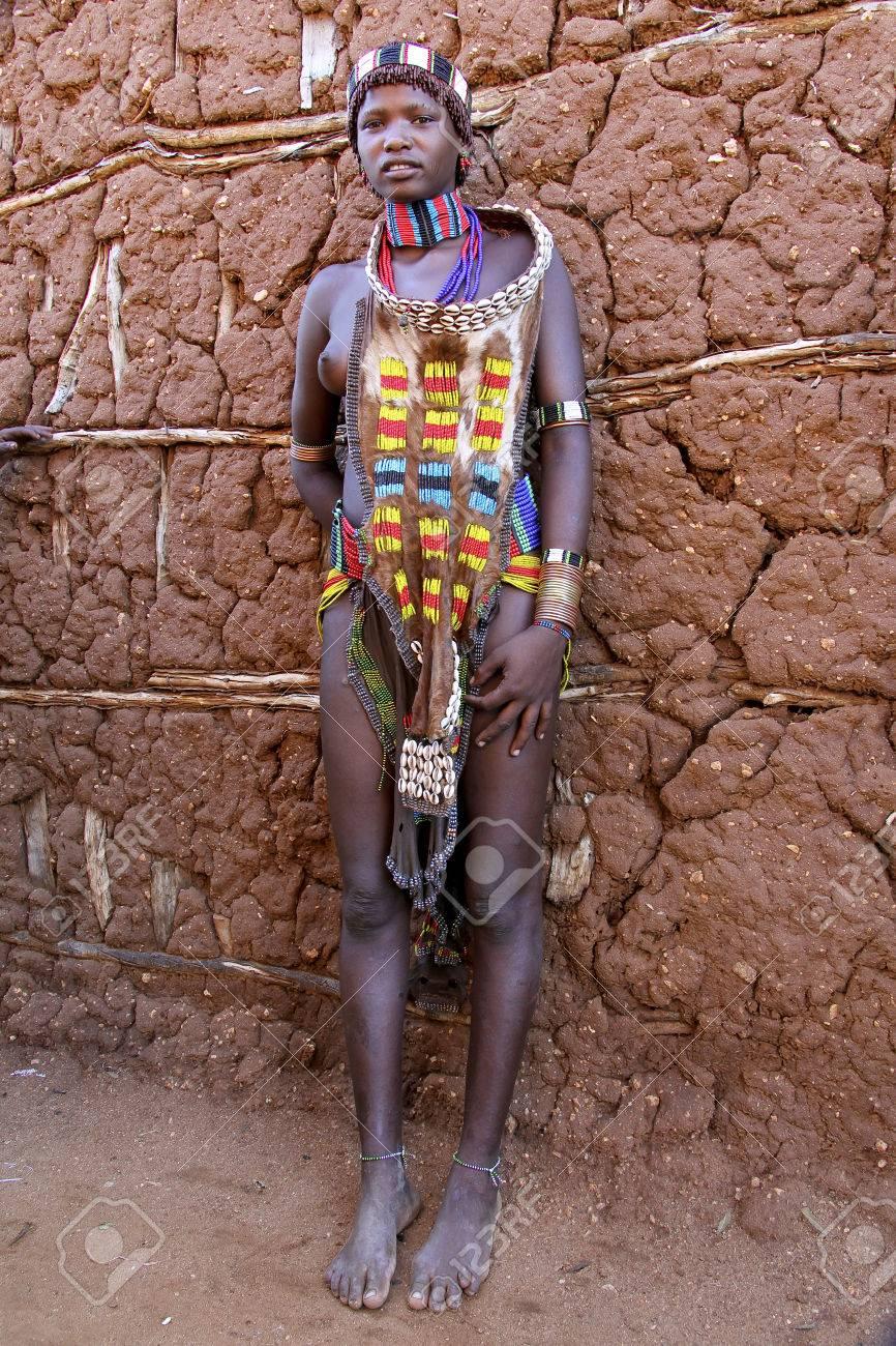 Excepcional TURMI, ETHIOPIA - NOVEMER 21, 2011: Portrait Of Unidentified  BZ01