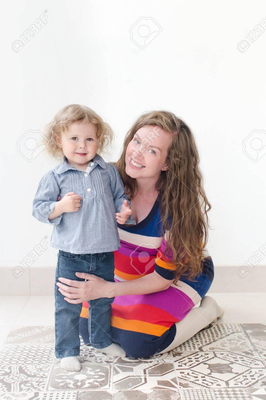 Мамка склонила дочь