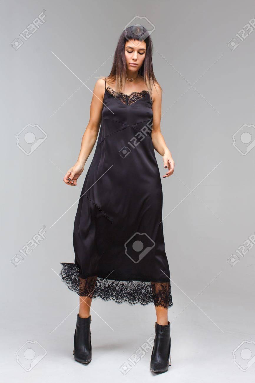 Mujeres con vestido largo negro