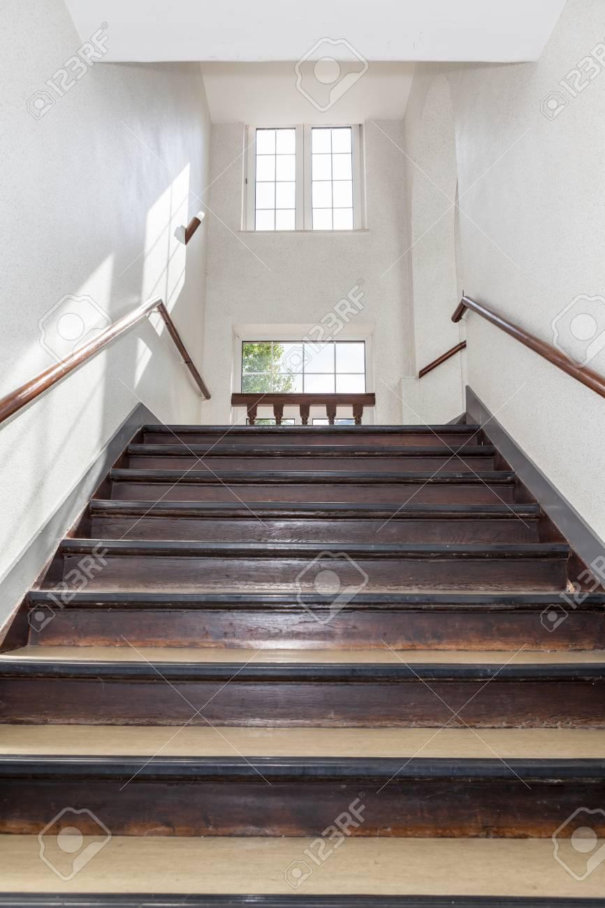In Dem Grossen Gebaude Eine Schone Treppenhaus Sie Finden Lizenzfreie