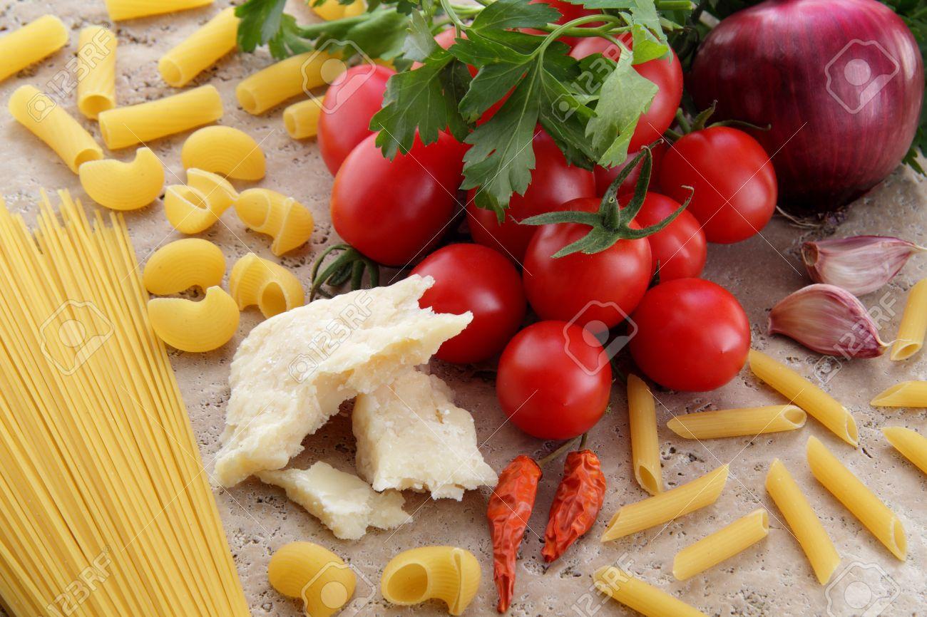 mediterrane küche mit pasta lizenzfreie fotos, bilder und stock