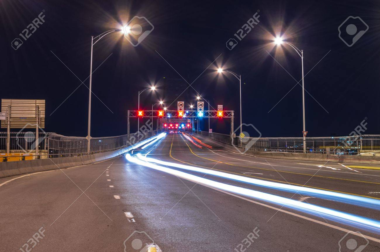 Vehicle circulation traffic light,  view from the Jacques-Cartier Bridge in Montreal.(night scene) Stock Photo - 15695058