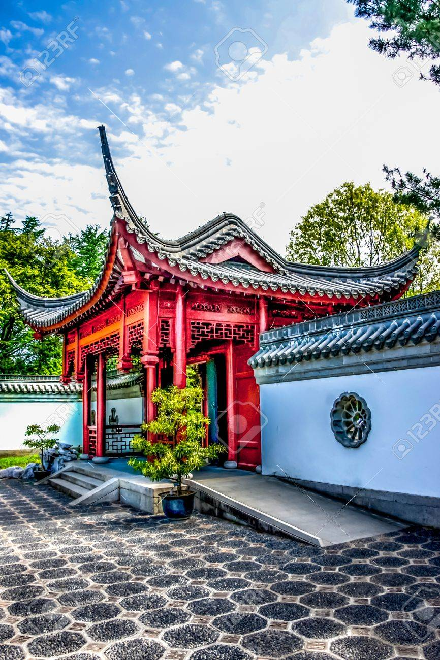 The Entry of a Chinese Temple Stock Photo - 16825450