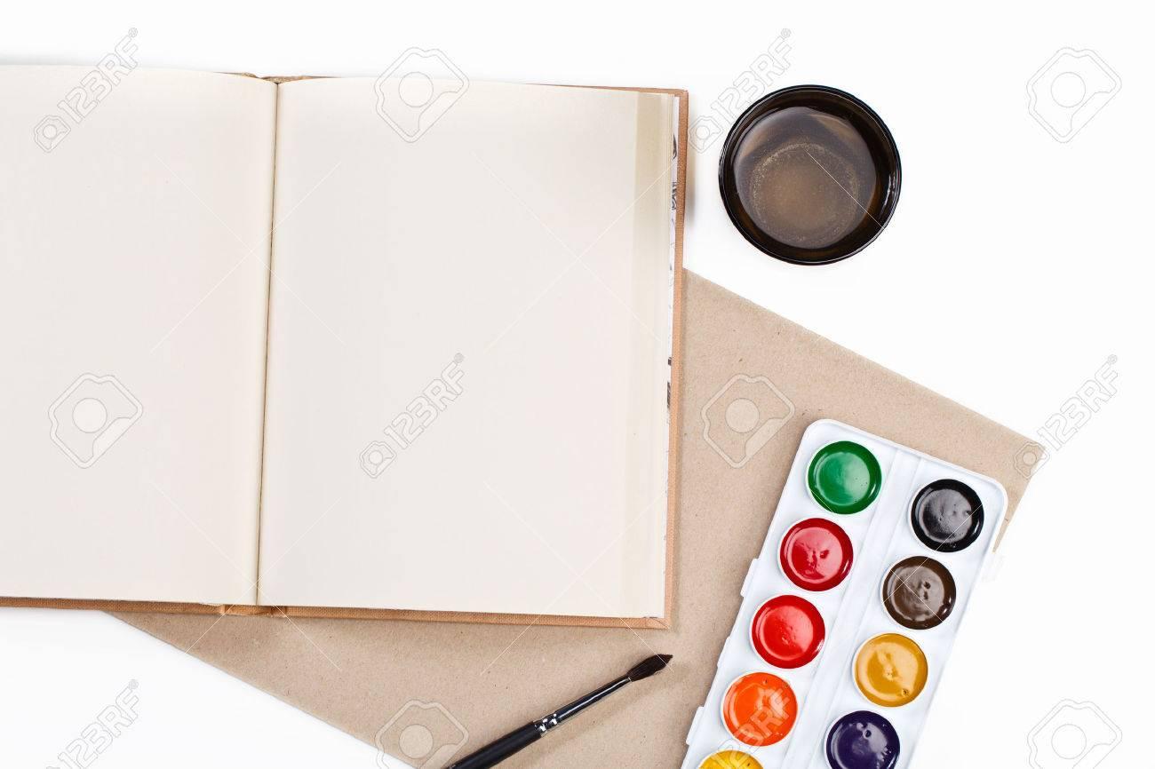 Bureau design en milieu de travail artiste peintre vue de dessus