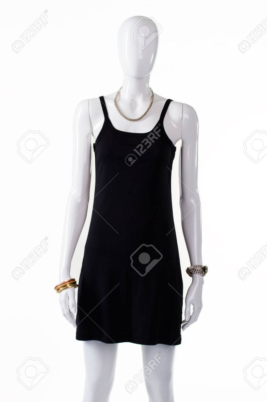 Negro De Vestir Casual En Maniquí Maniquí Femenino En Vestido Sencillo Sencillo Vestido Negro Con U Cuello Ropa Deportiva Para Las Mujeres Jóvenes