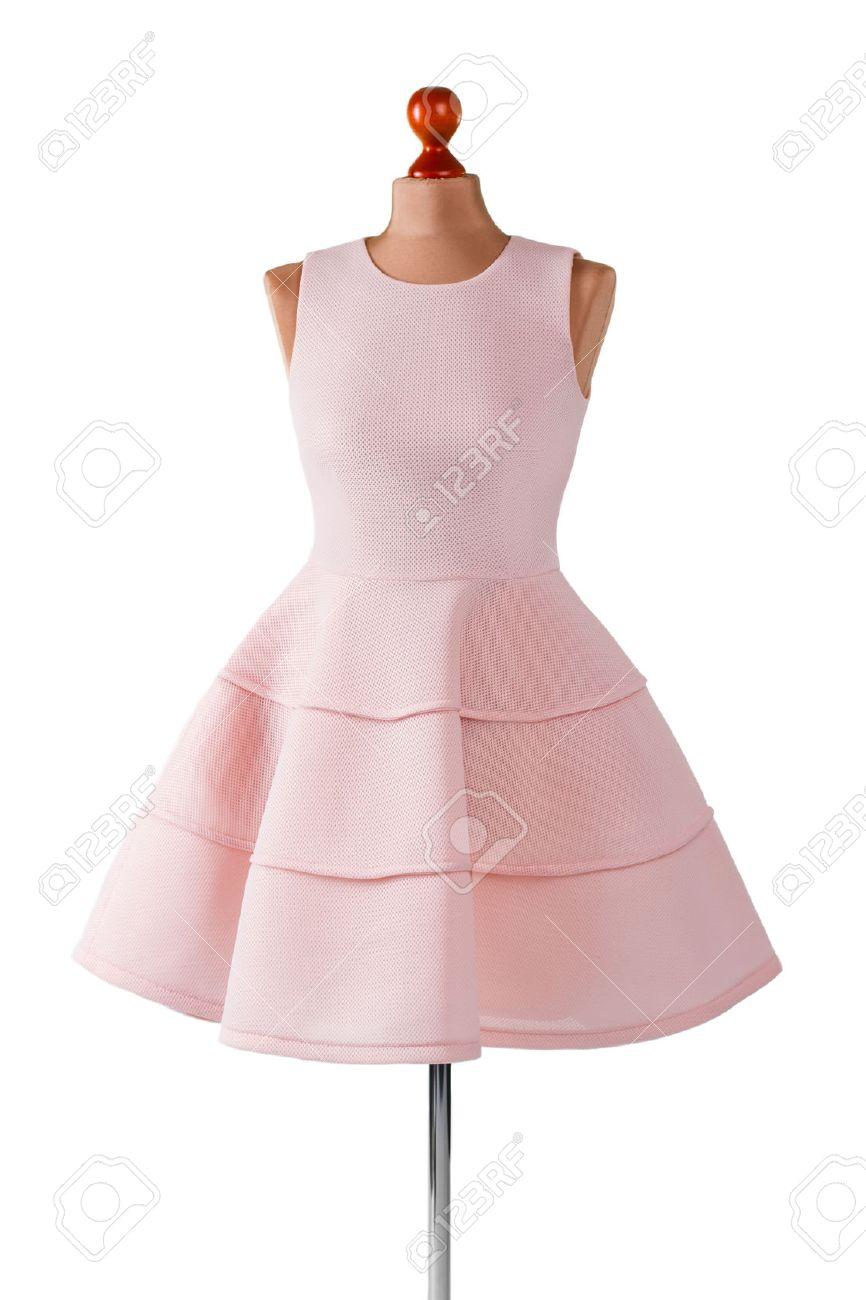 Vestido Corto De Color Salmón Con Pliegues. Maniquí De Mujer En ...