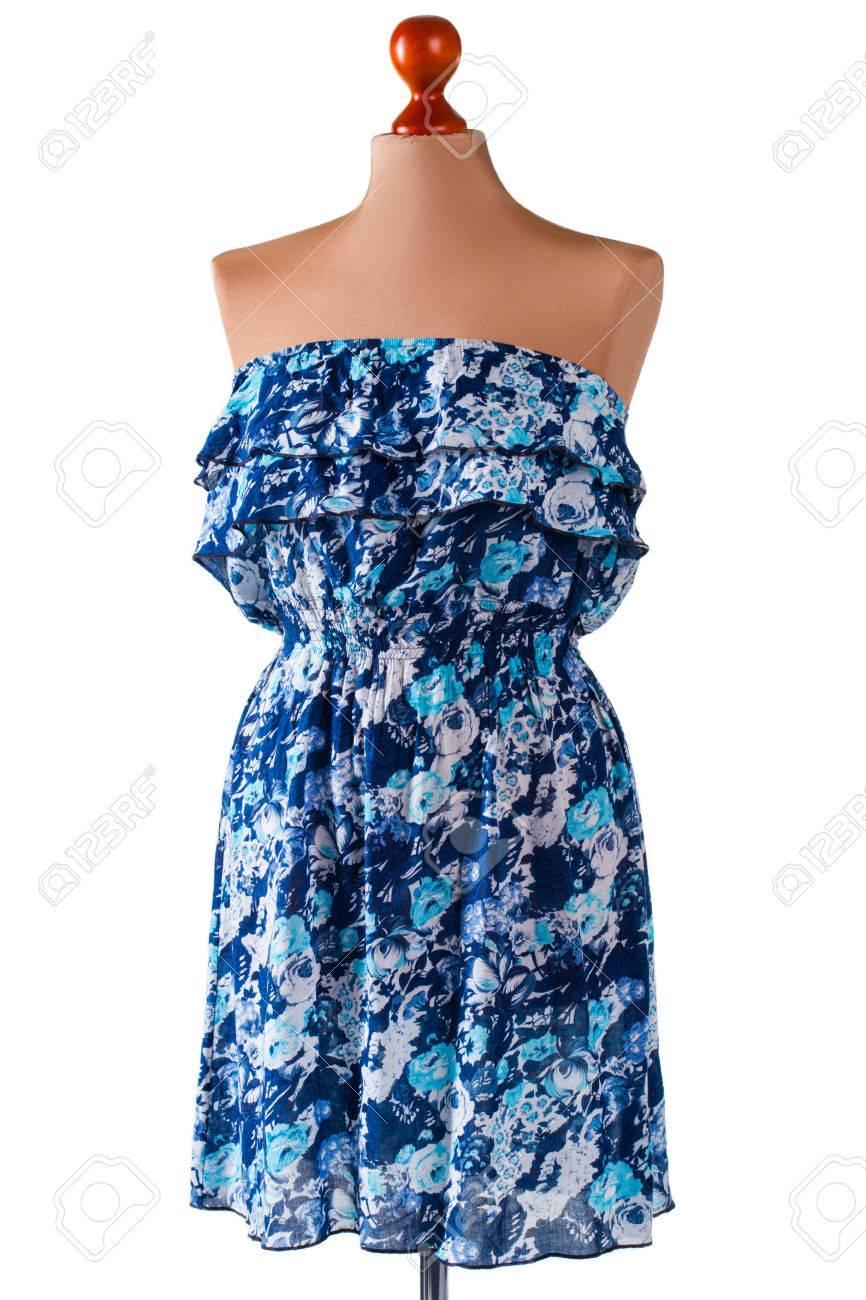 ee149fc8a Foto de archivo - Vestido de verano azul sin tirantes. Vestido floral en  maniquí beige. Vestido casual azul de Lady. Buenos descuentos en la tienda  outlet.