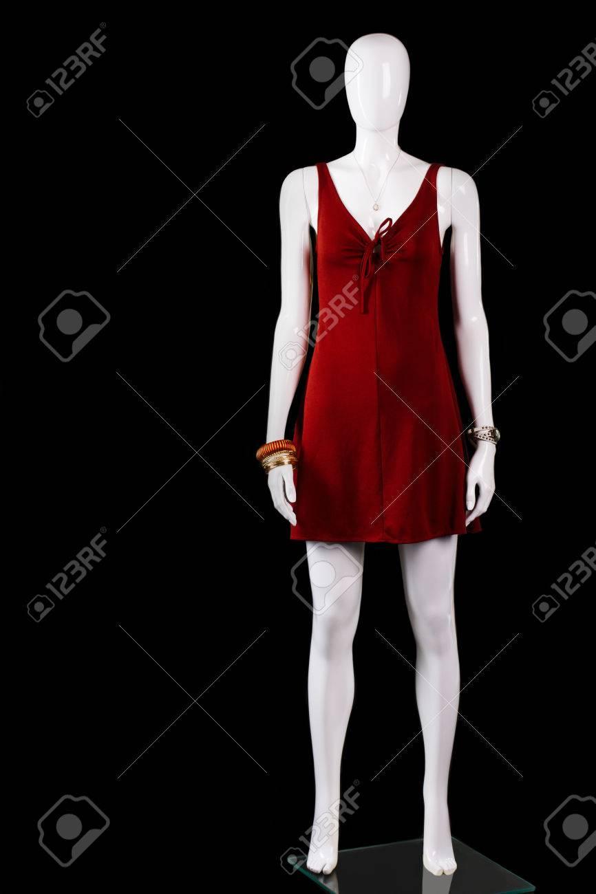 117c053c50 Foto de archivo - Vestido rojo ojo de la cerradura con los accesorios.  corto vestido rojo en maniquí. prendas de vestir de la mujer hecha de  estiramiento. ...