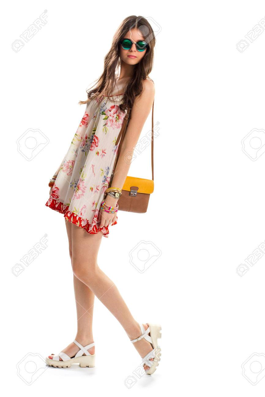 Compensées À Robe Florale StyleLe Mode De Foncé La En Porte Soleil Un Des Femme Vêtements Mannequin LumièreLunettes Vert Et SacSandales QdrWeCxBo