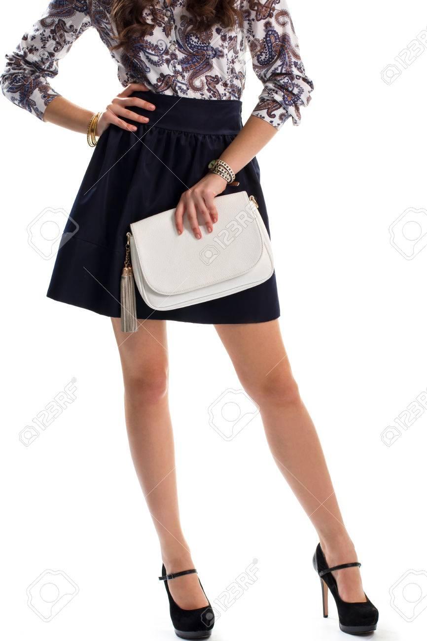 Une La Main BlancNouveau Et Femme Porte Montre Bracelets Jupe De TalonsChaussures Design Vêtements Sac À Des Noires PrintempsPetite LqjUVSzpMG