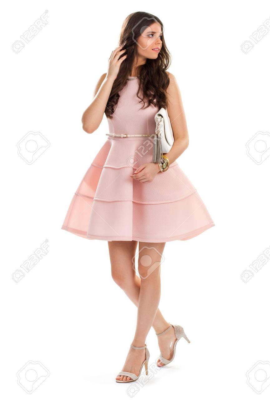 La Mujer Usa Un Vestido Corto De Salmón. Accesorios De Muñeca Y ...