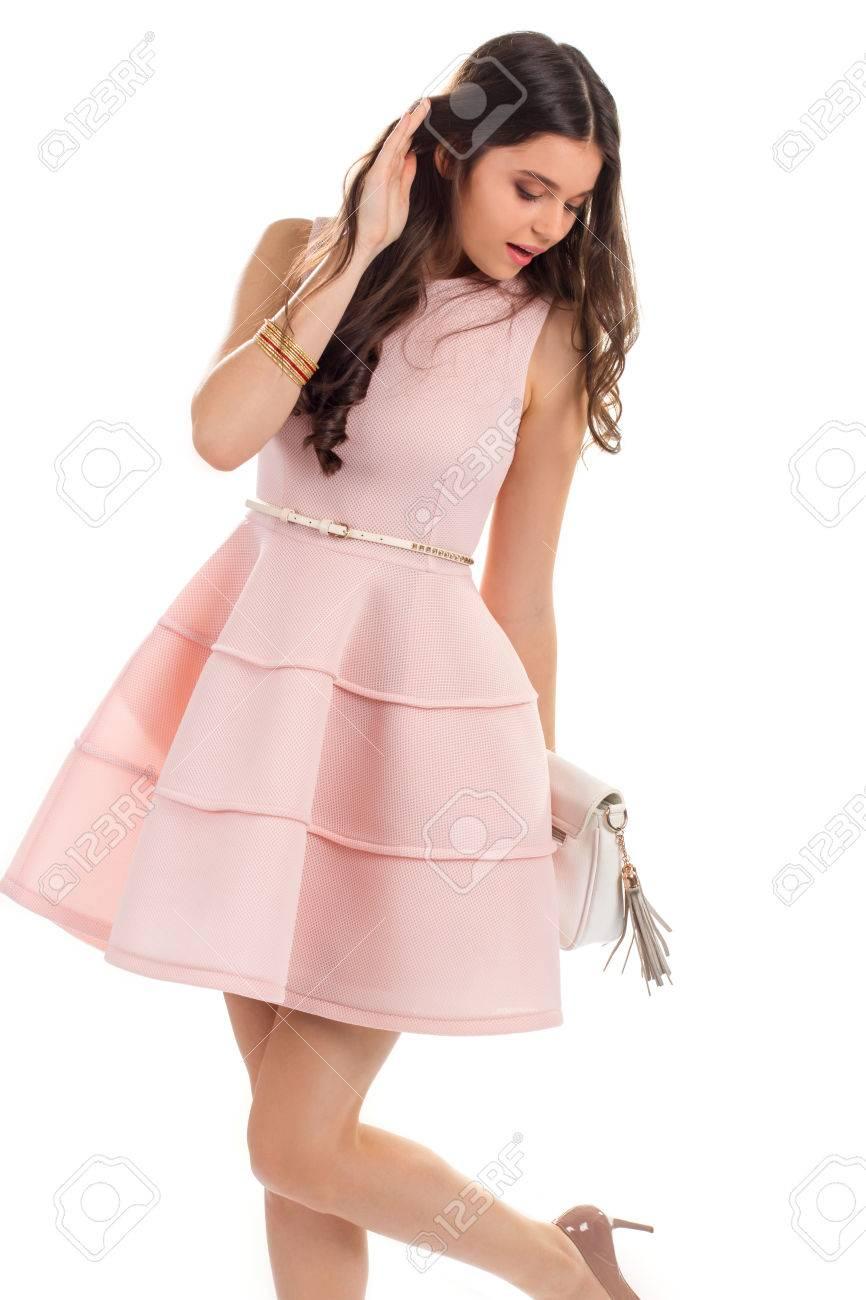 Mujer En Vestido Con La Correa. Vestido Corto De Salmón Sin Mangas ...