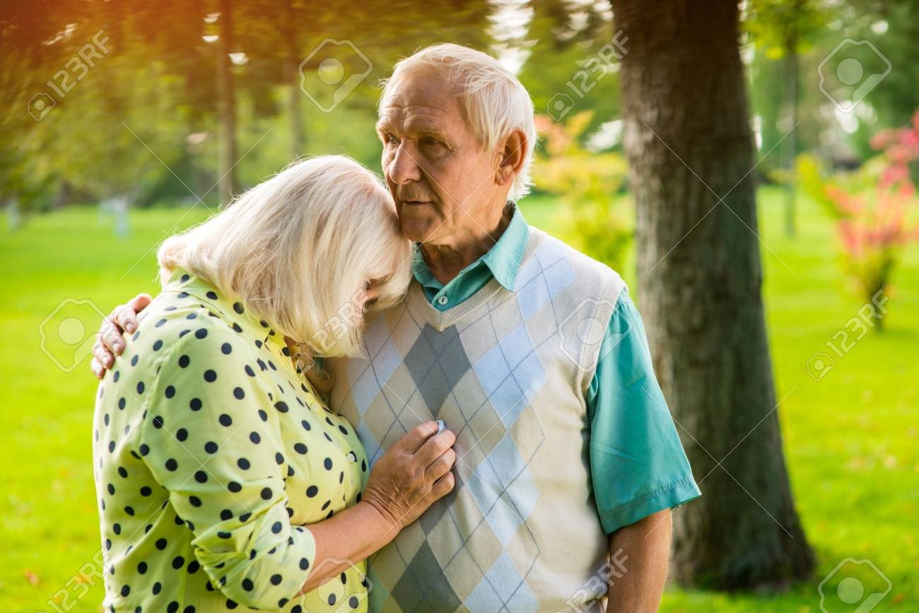 Woman Leaning On Mans Shoulder Old Couple Outdoor How To Settle