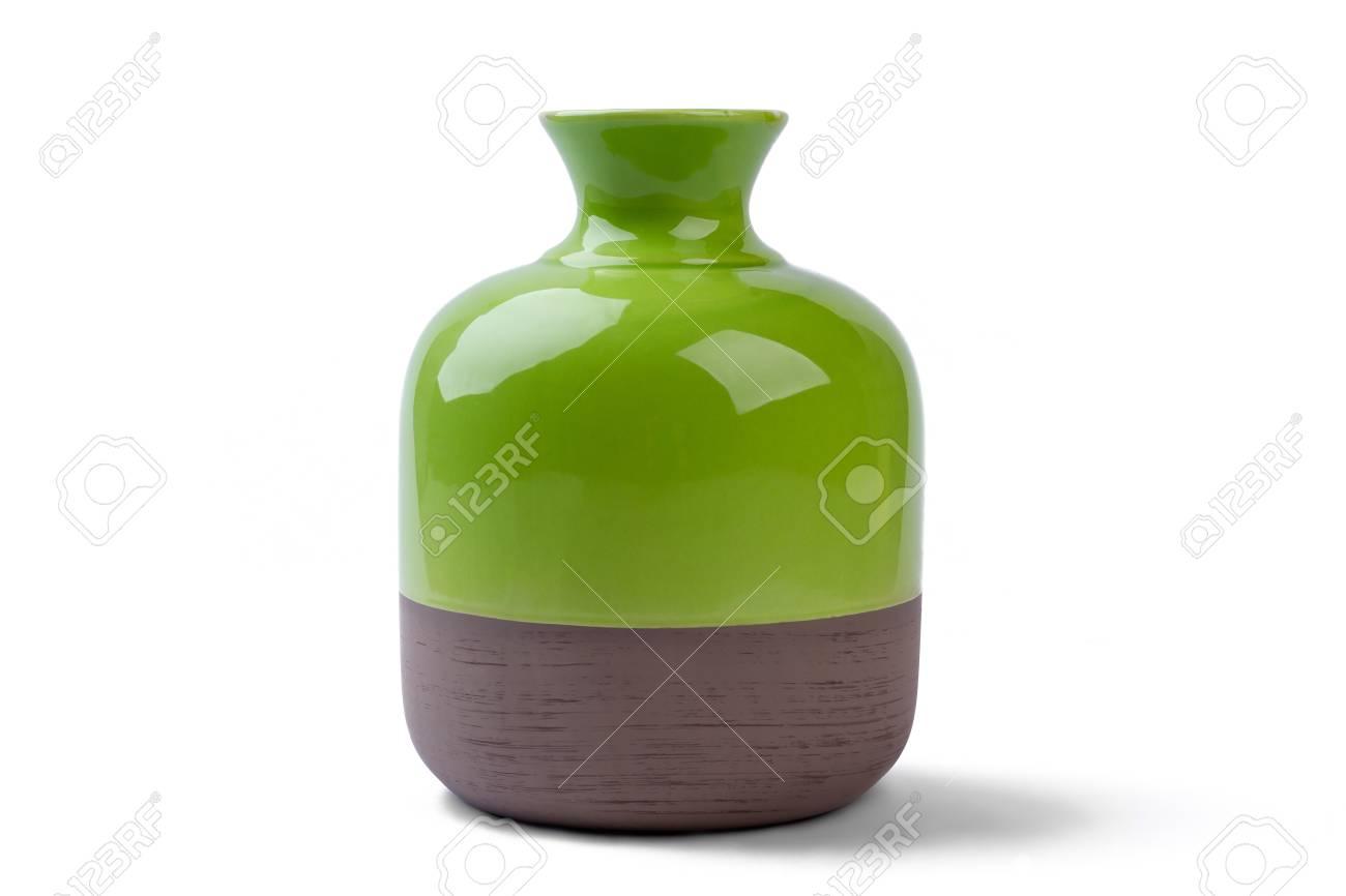 Tweekleurige vaas geïsoleerd. ceramische vaas op witte achtergrond