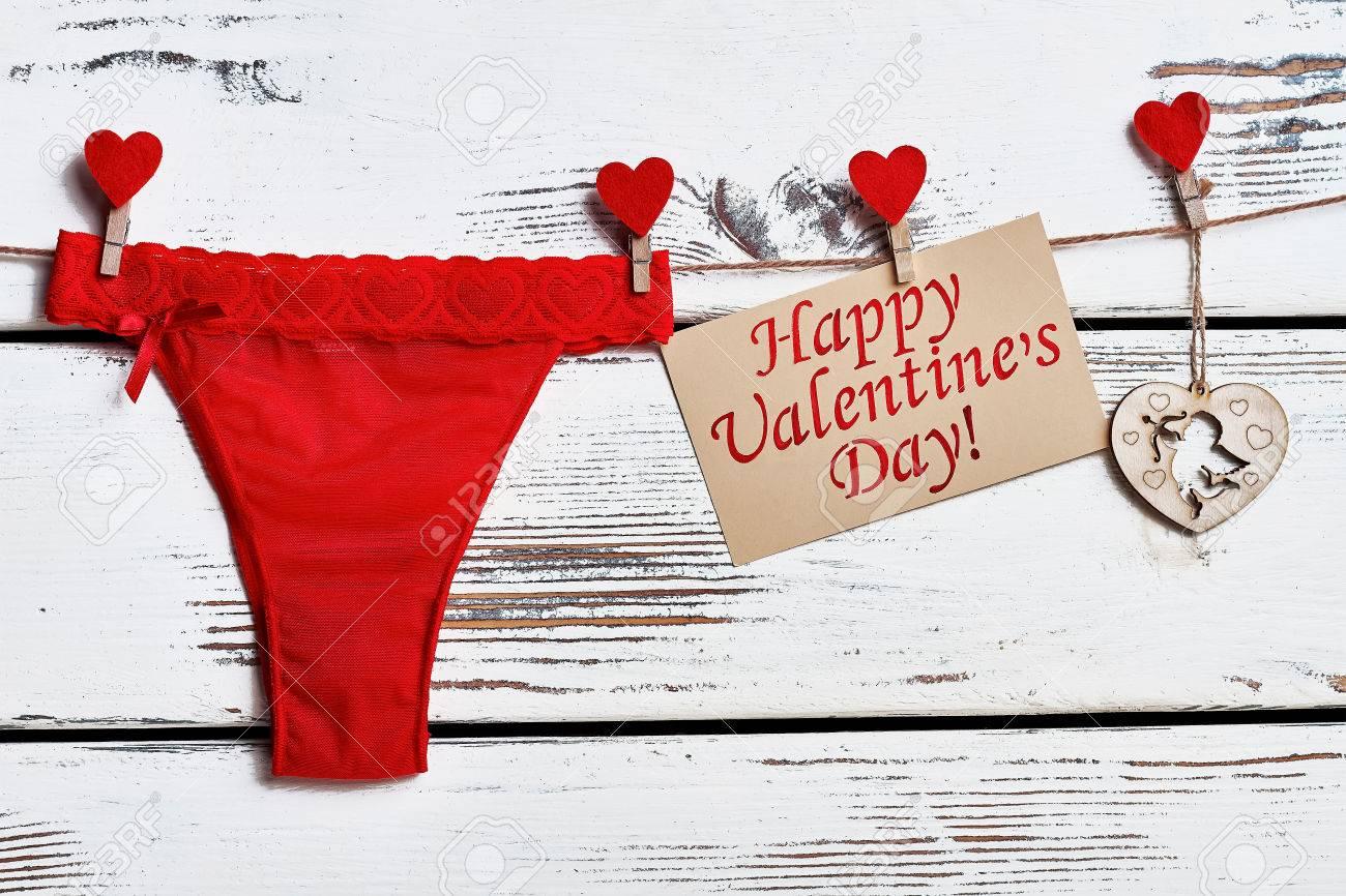 b5161728ba84 Bragas rojas en la cuerda. Tarjeta de San Valentín y lencería. Regalo sexy  para novia