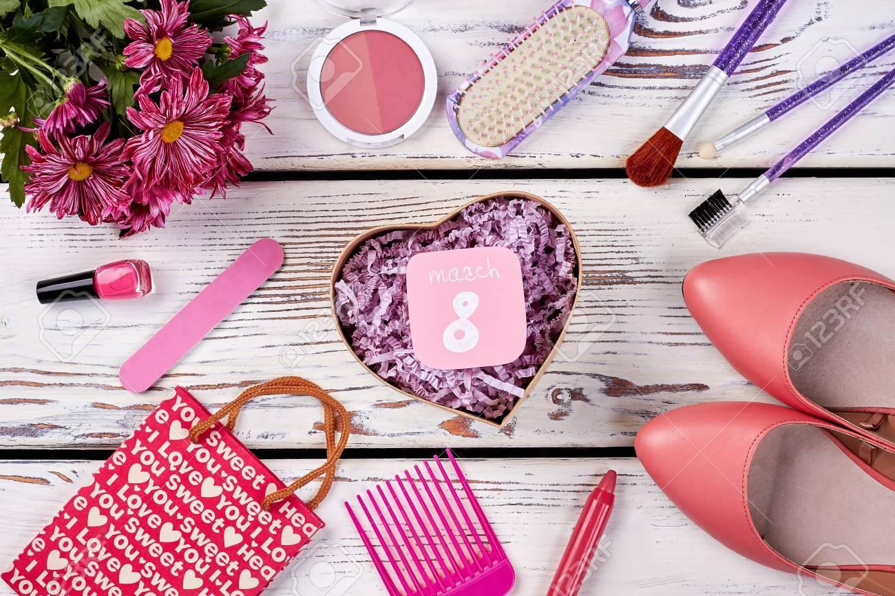 Schuhe, Kosmetik Und Blumen. Top Weihnachtsgeschenke Für Die Frau ...