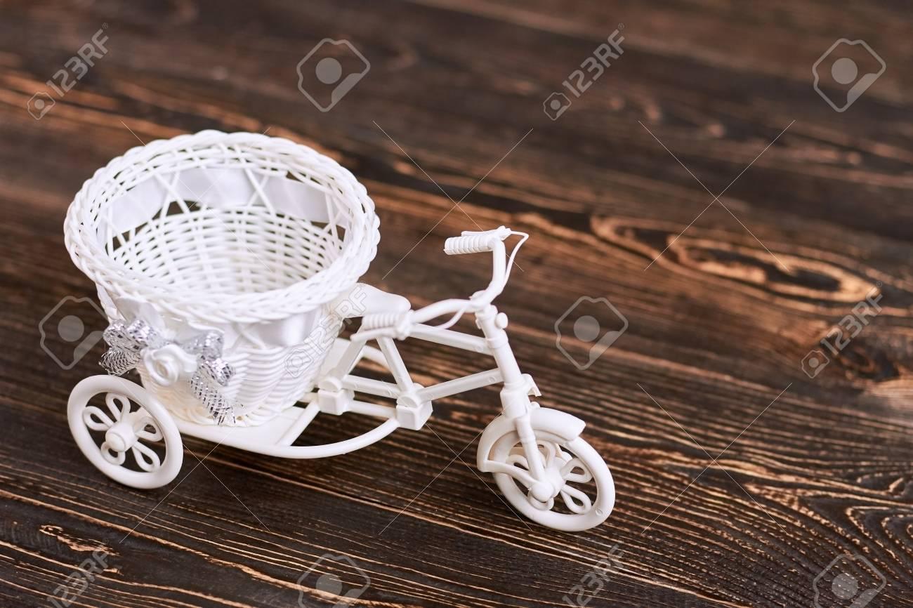 Triciclo En Cesta Blanco Madera Juguete La Marrón Del Plástica De Flor xoeWdErCQB