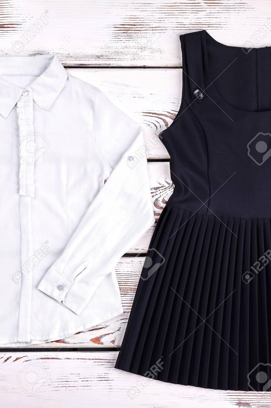 4618b0237 Blusa de niña clásica y vestido para la escuela. Blusa blanca de volantes  de algodón de manga larga para niñas, vestido negro. Uniforme escolar ...