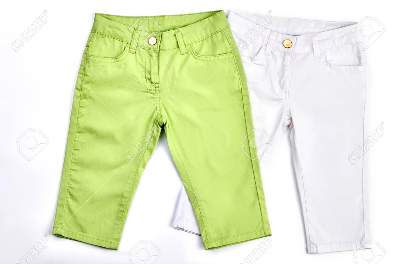 d951adff1 Colección de pantalones de verano para niños. Bebé niña color jeans sobre  fondo blanco.