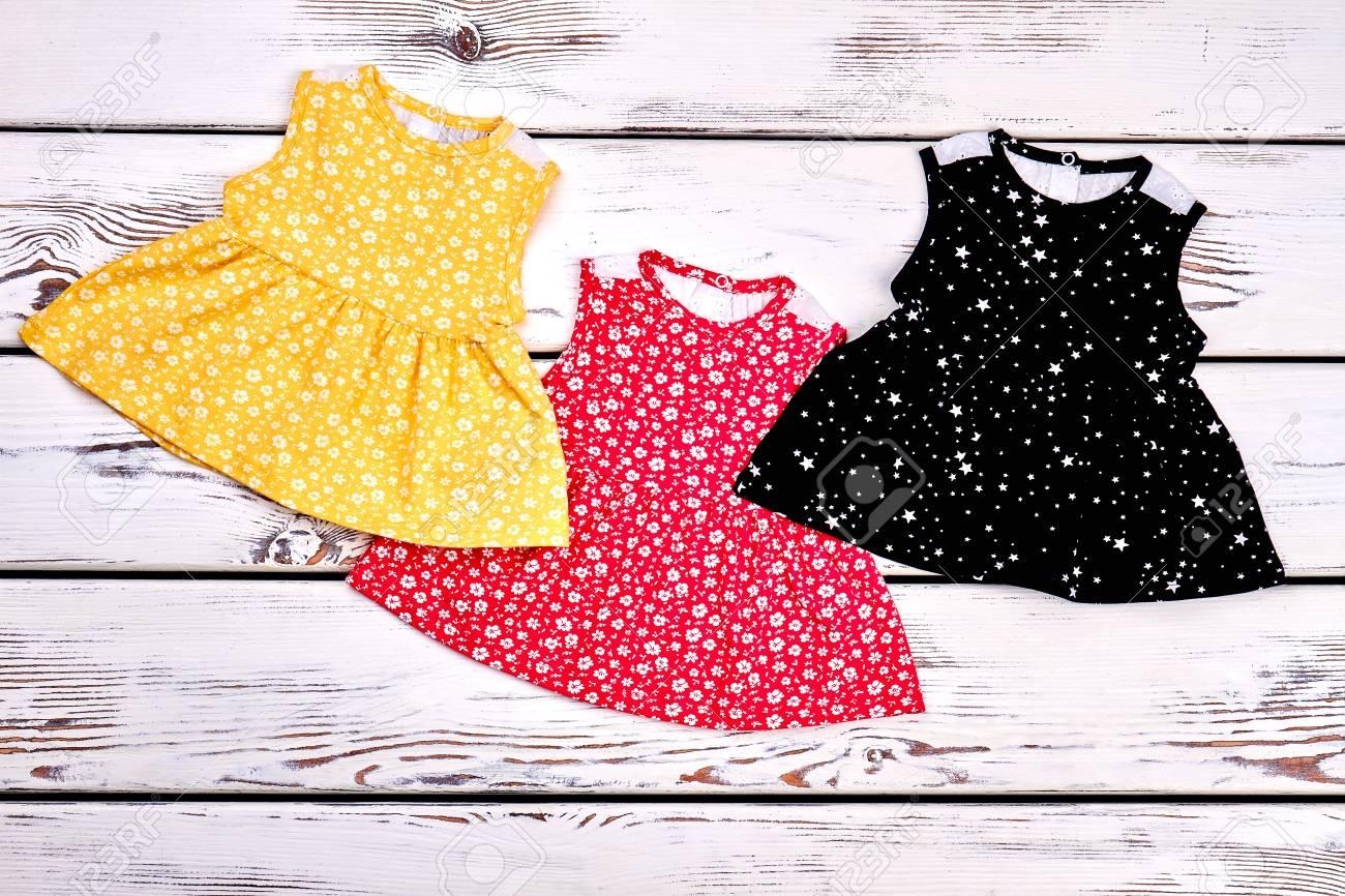 e192da7ec Conjunto de hermosos vestidos para niñas recién nacidas. Colección de  nuevas tapas impresas para niñas