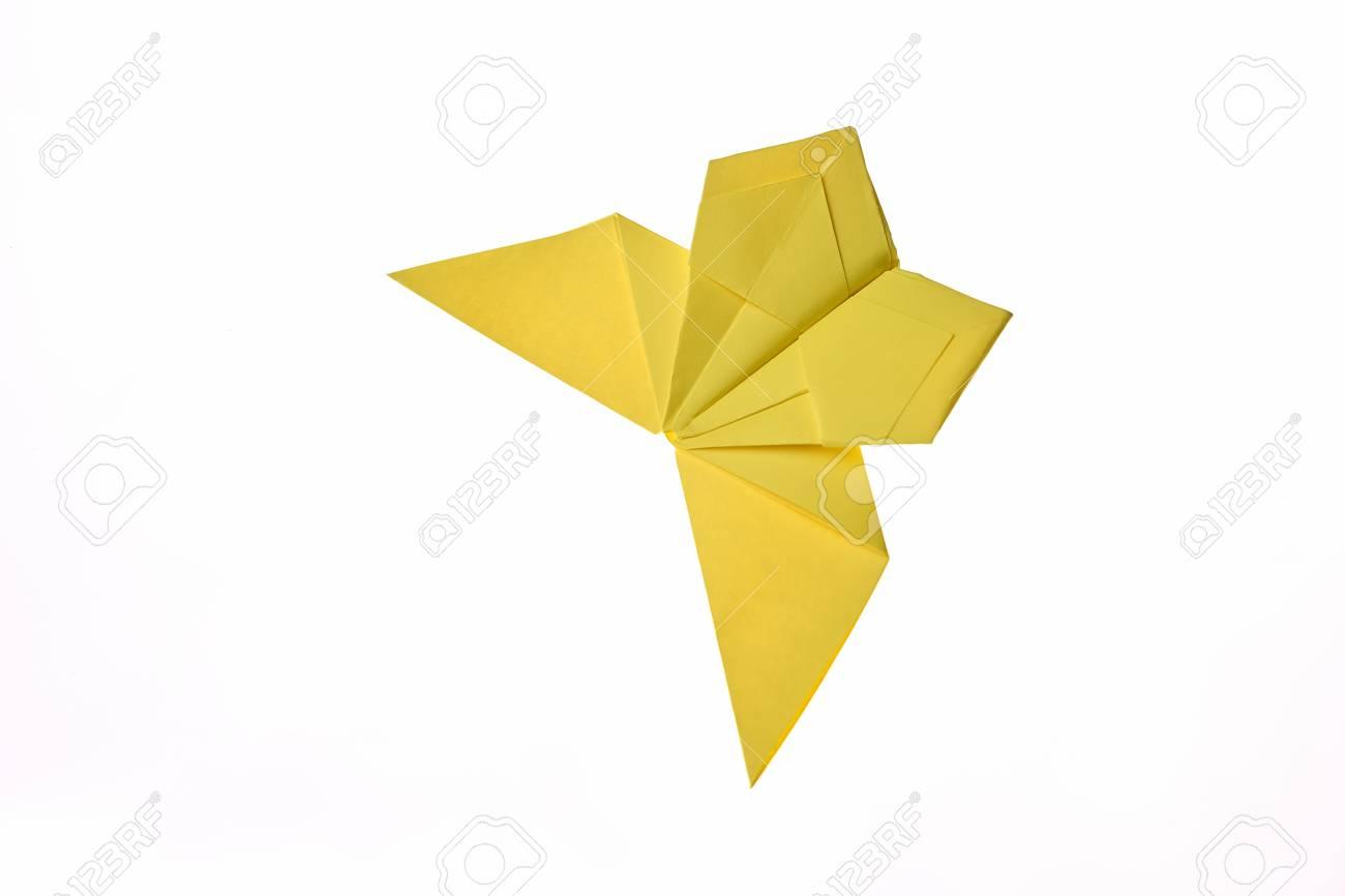 Papiroflexia Amarilla De La Mariposa Aislada En Blanco. Proyecto ...
