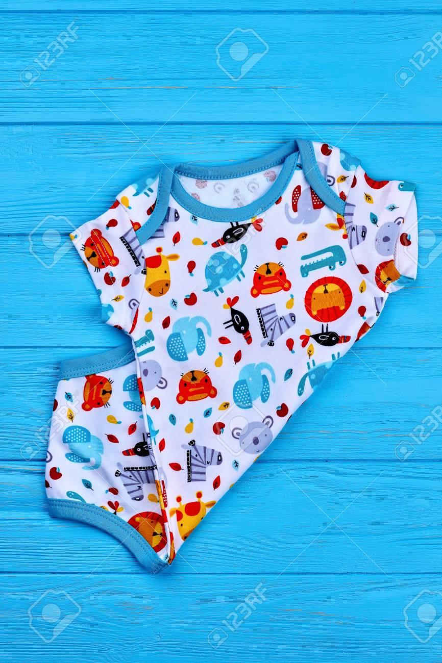 8d5f8cc3eb9b4 Body bébé à motifs de qualité supérieure. Garçon Toddler nouvelle  barboteuse imprimée en coton sur fond coloré. Bébé enfants mode d'été.