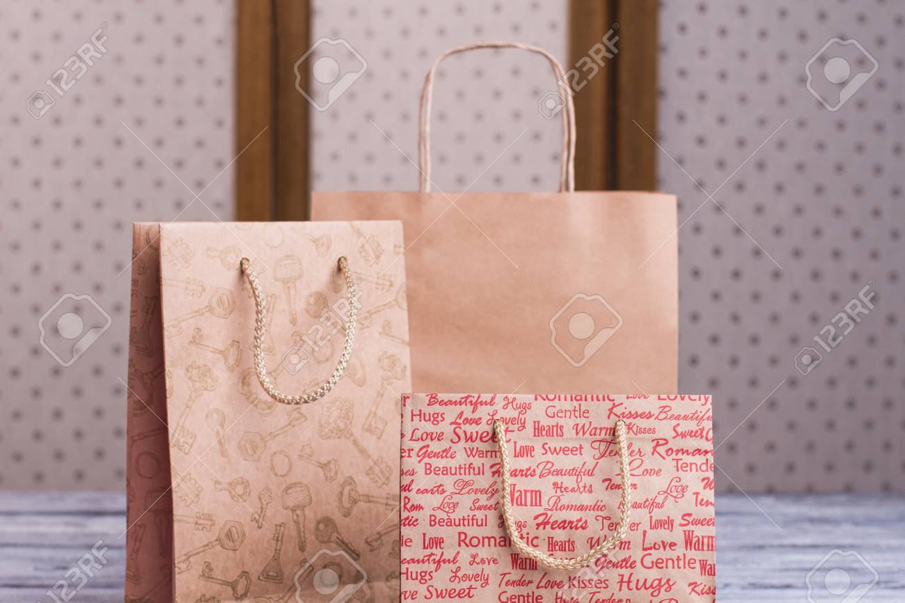 Close Up Kraft Paper Shopping Bags With Handles Gift Paper Bags