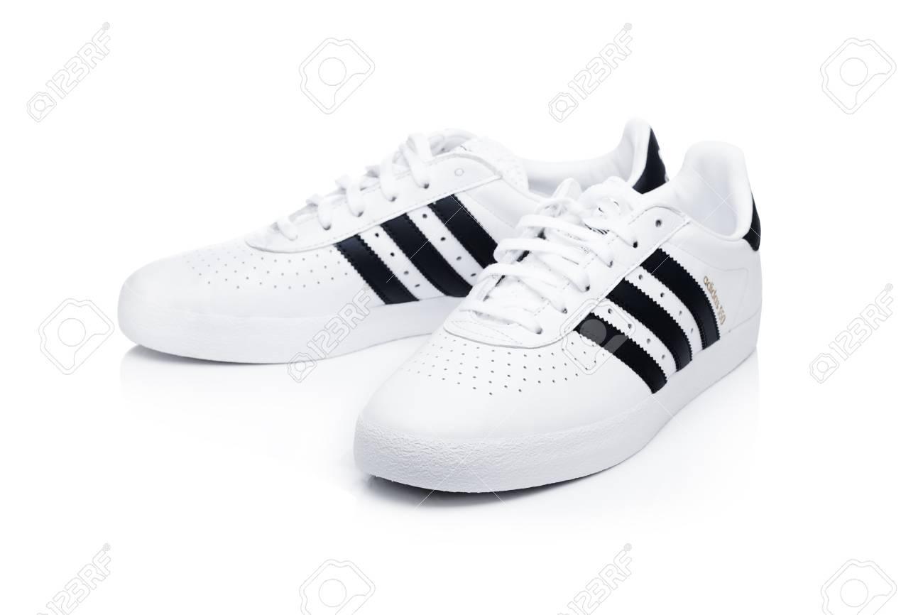 2019 original extremadamente único volumen grande LONDON, UK - JANUARY 02, 2018: Adidas Originals Shoes On White ...