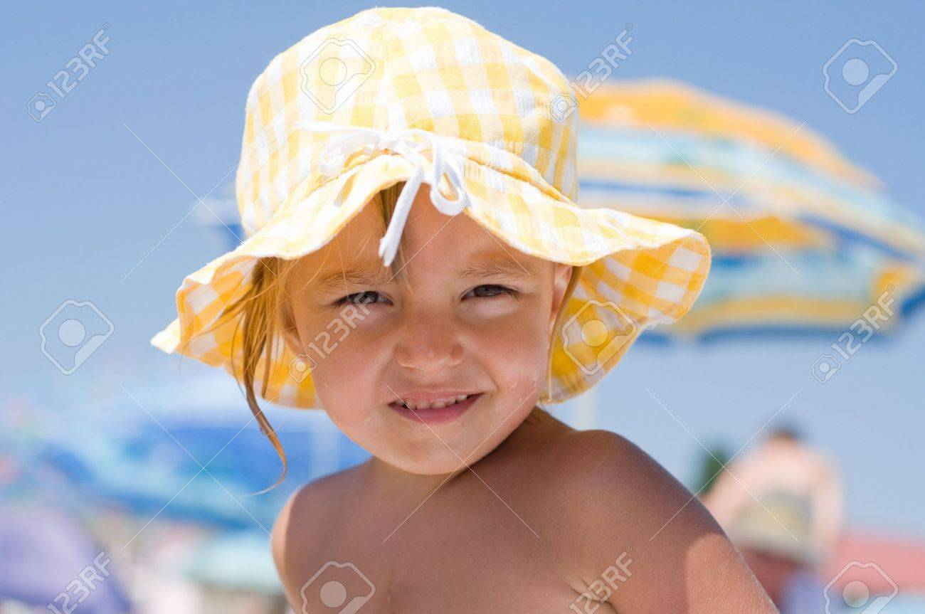 85f305d77 Beautiful little girl with sun hat on beach