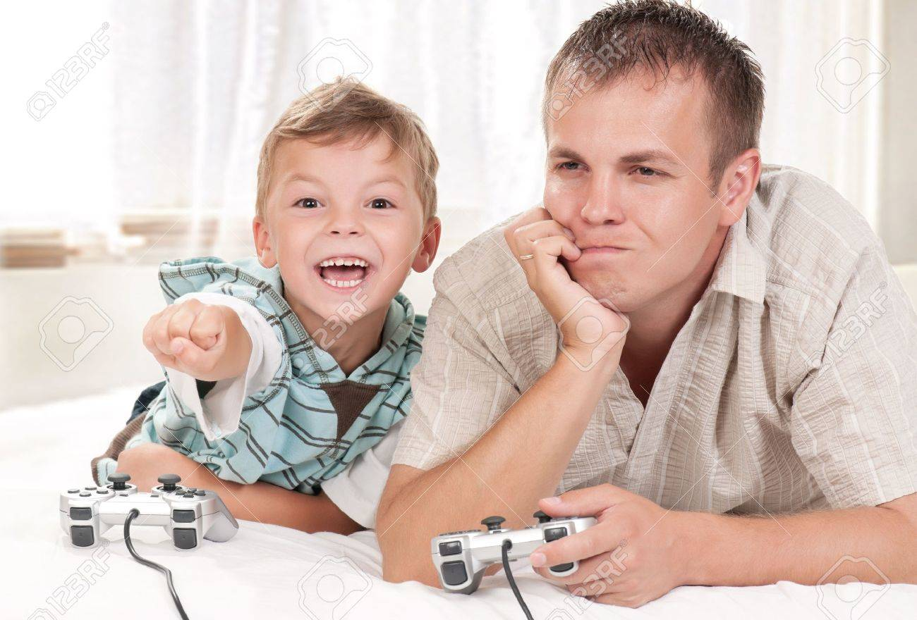 Happy family playing a video game Stock Photo - 10370322