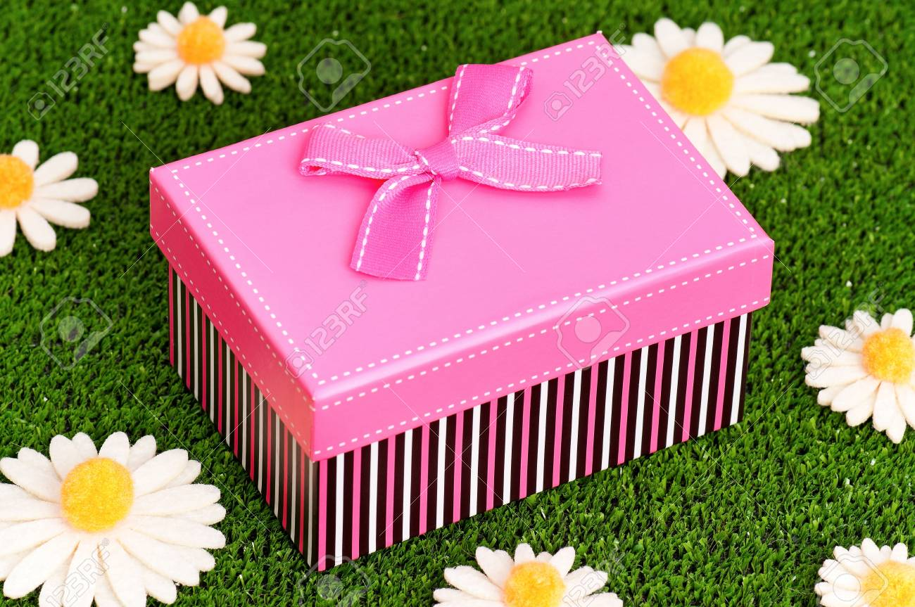 Gift box with bow on artificial green grass Stock Photo - 19253116