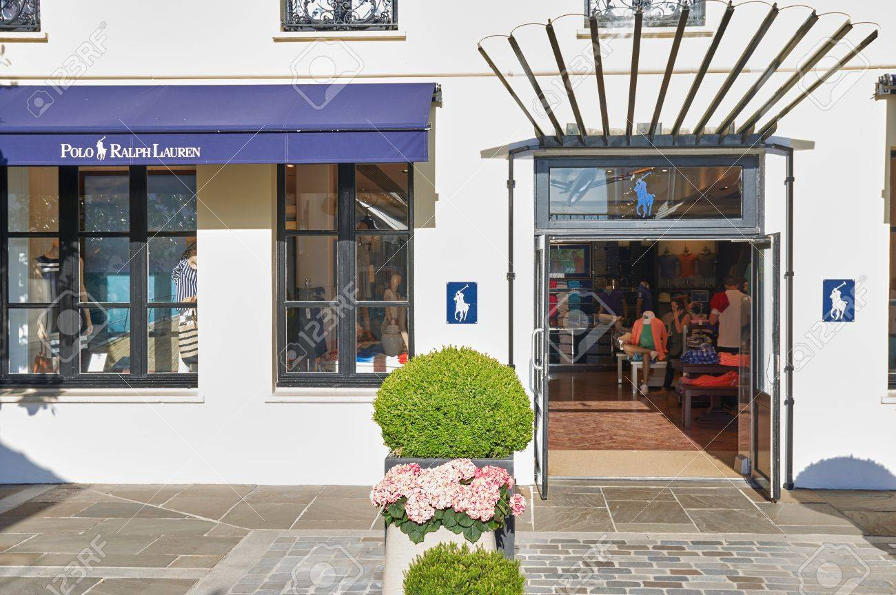 408e30b038ef PARIS, FRANCE - MAY 10, 2017   Polo Ralph Lauren Boutique In.. Stock ...