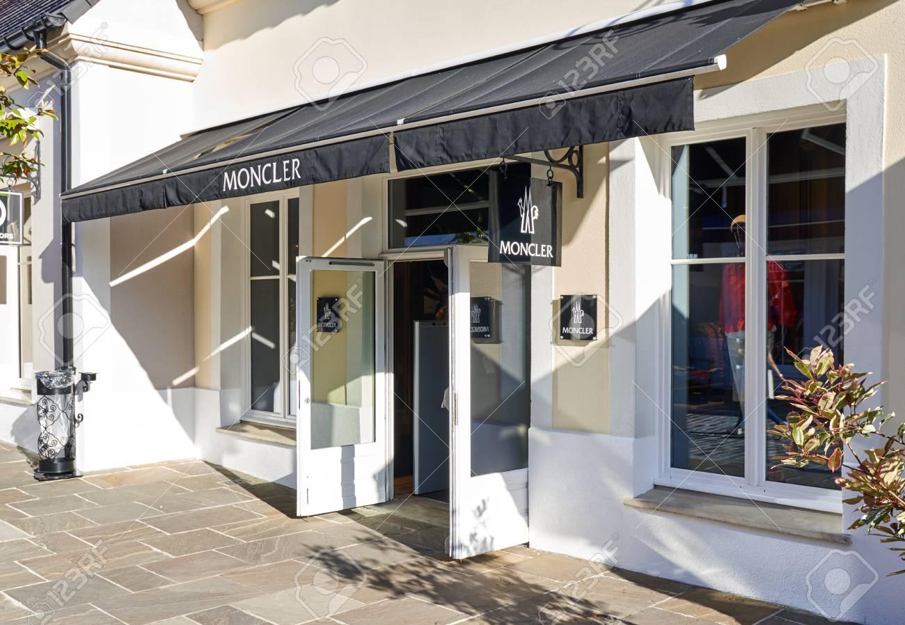 hot sale online 66233 b944d Paris, France - 10 mai 2017: Moncler boutique à La Vallee Village. Moncler  est un fabricant italien de vêtements et de mode de vie fondé en 1952 par  ...