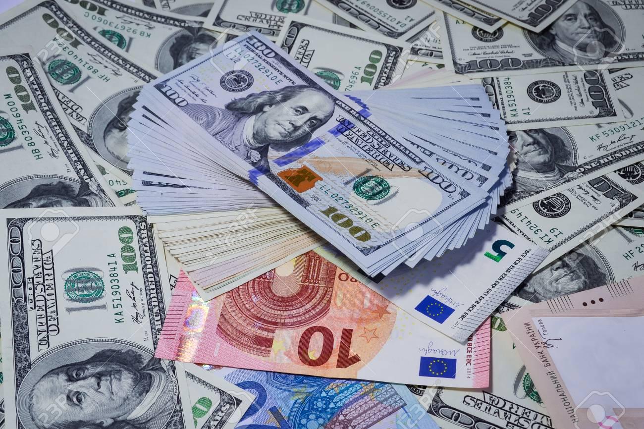Mucho Dinero Muchos Billetes De Banco Dólar Euro Fotos Retratos