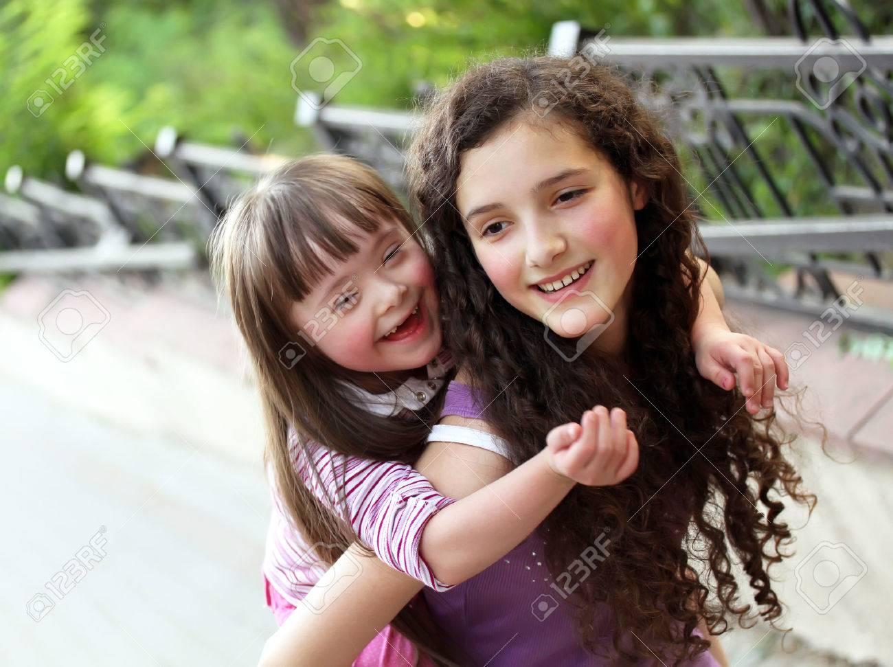 Happy girls in the park. Standard-Bild - 25921742