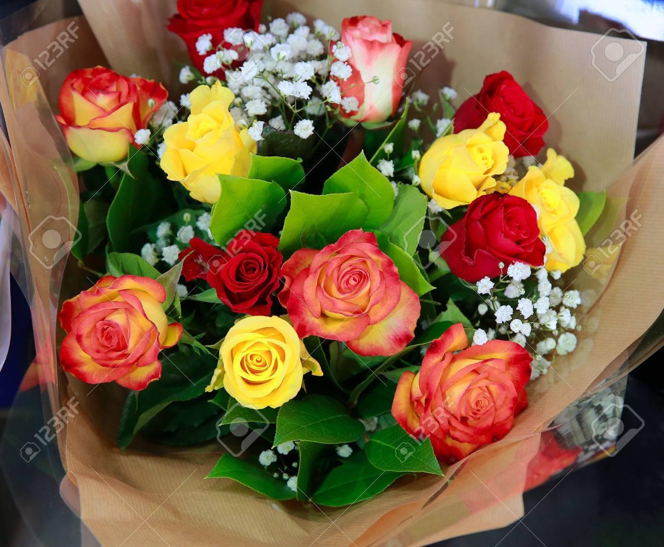 Connu Magnifique Bouquet De Fleurs Dans La Boutique Banque D'Images Et  GO66