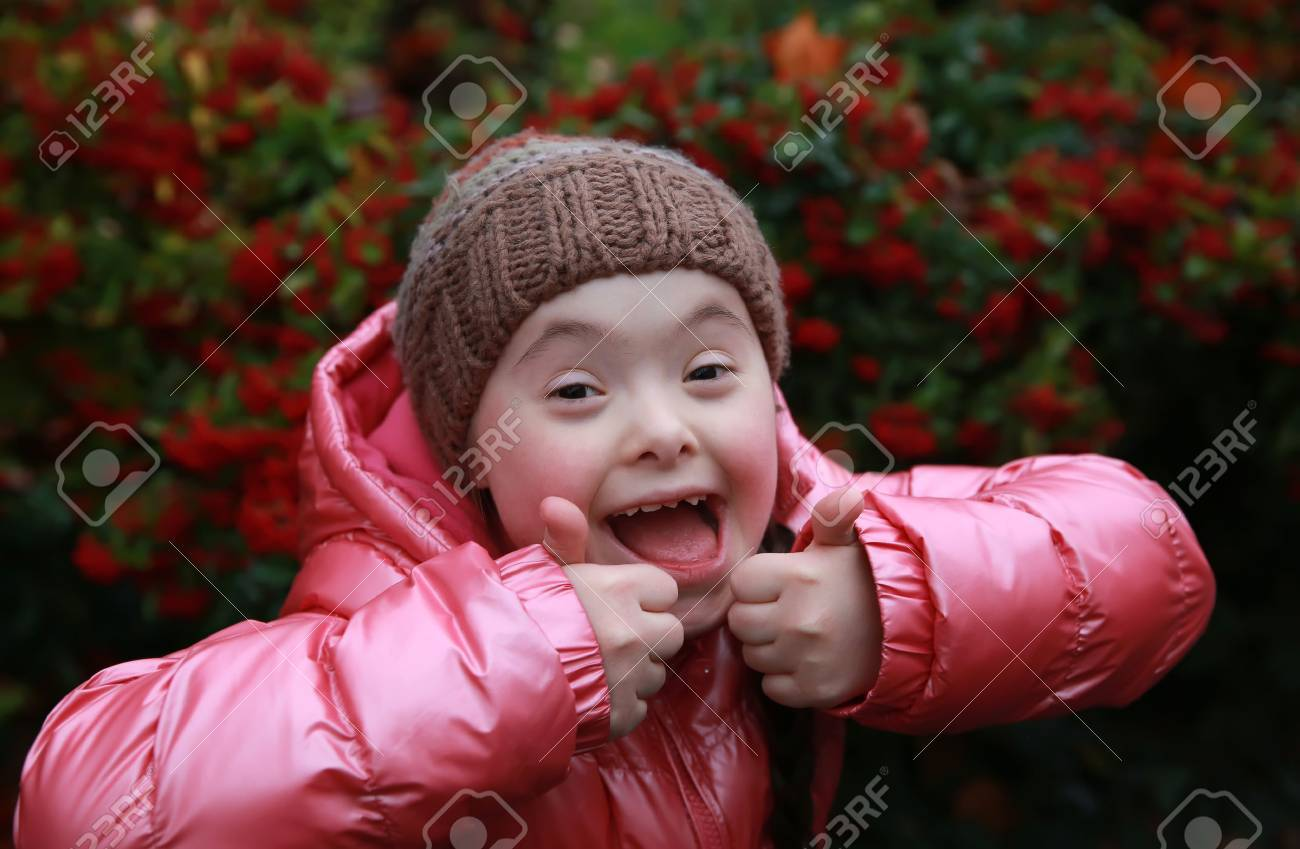 Portrait of beautiful young happy girl Standard-Bild - 34481956