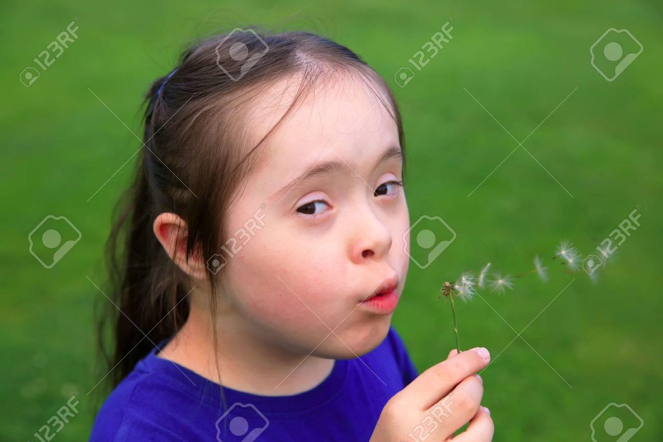 Little girl blowing dandelion Standard-Bild - 44032367