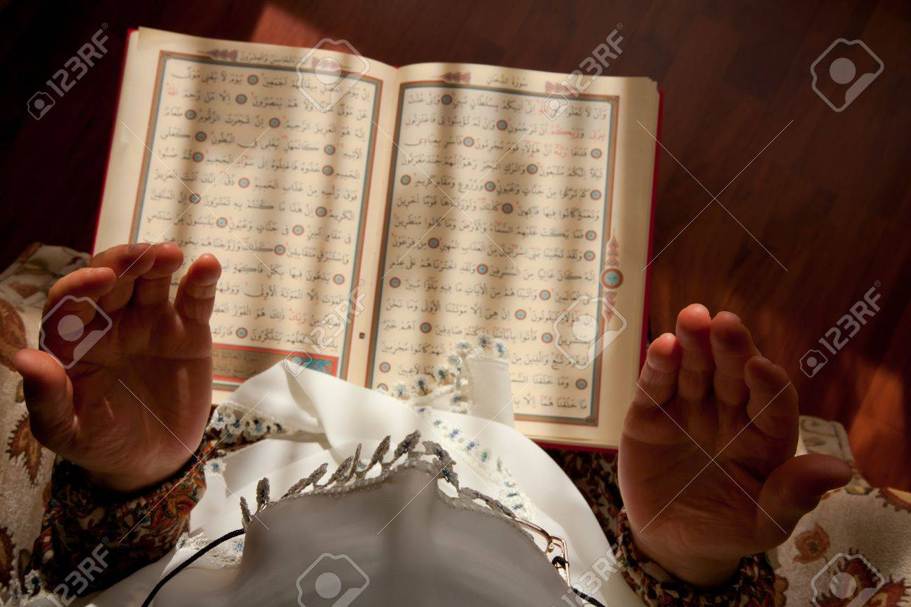 Muslim women pray to God Stock Photo - 10915687