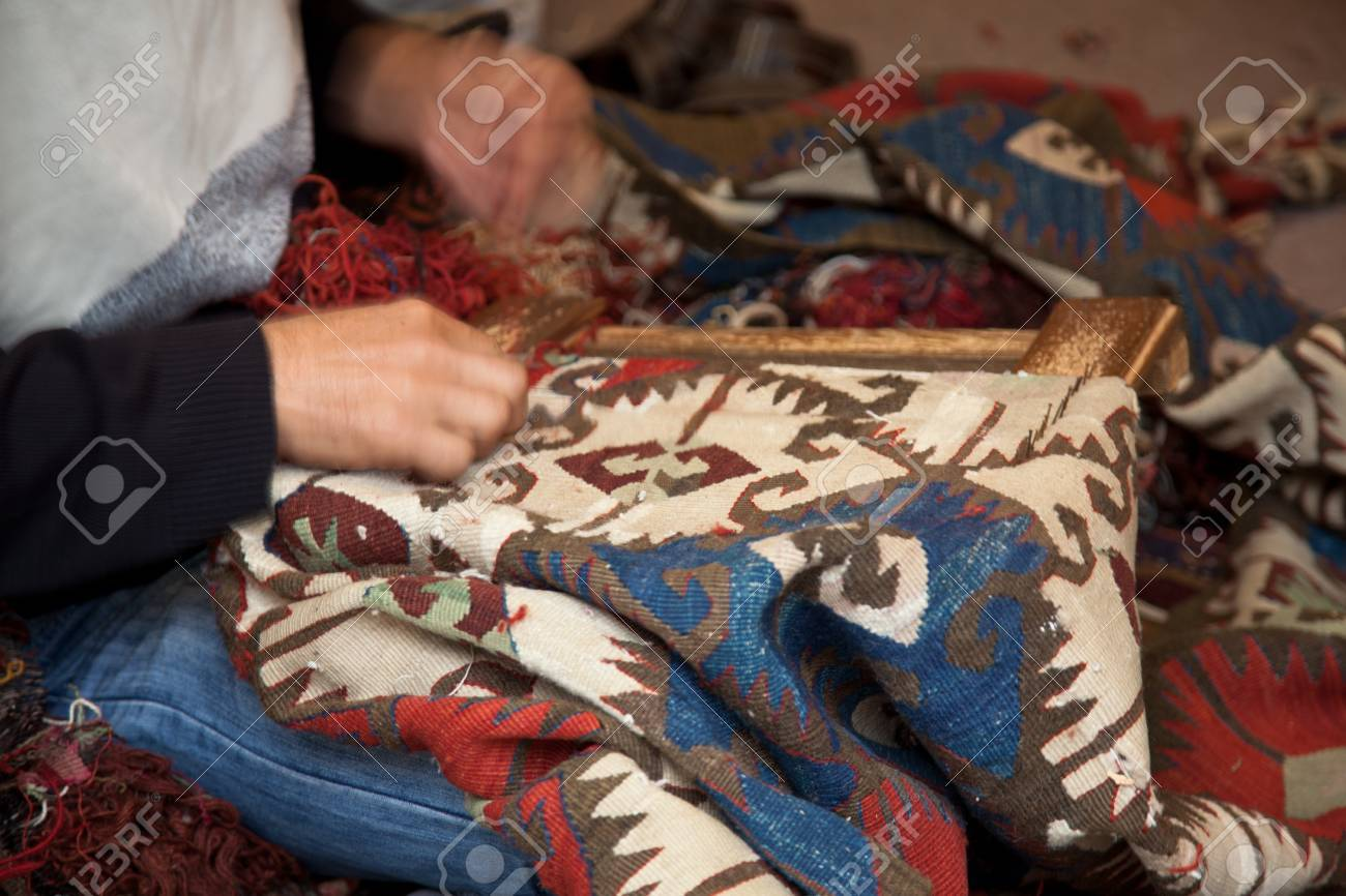 Man  weaving a carpet Stock Photo - 16837751